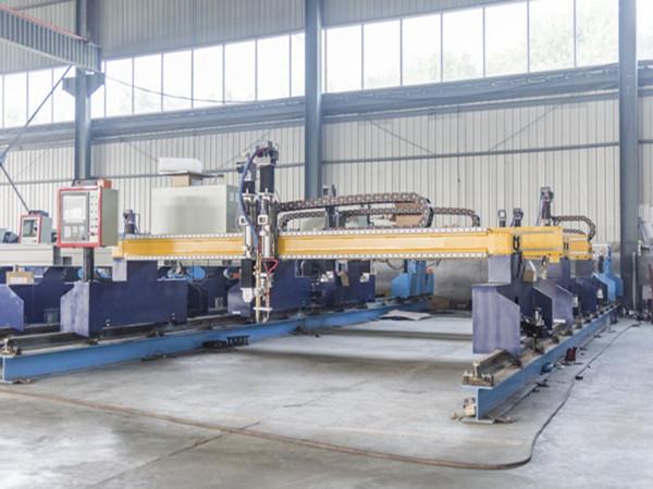 Кина Jiaxin 1300 * 2500mm woking површина плазма машина за сечење за метални секачи Плазма посебен статис LCD панел систем за контрола
